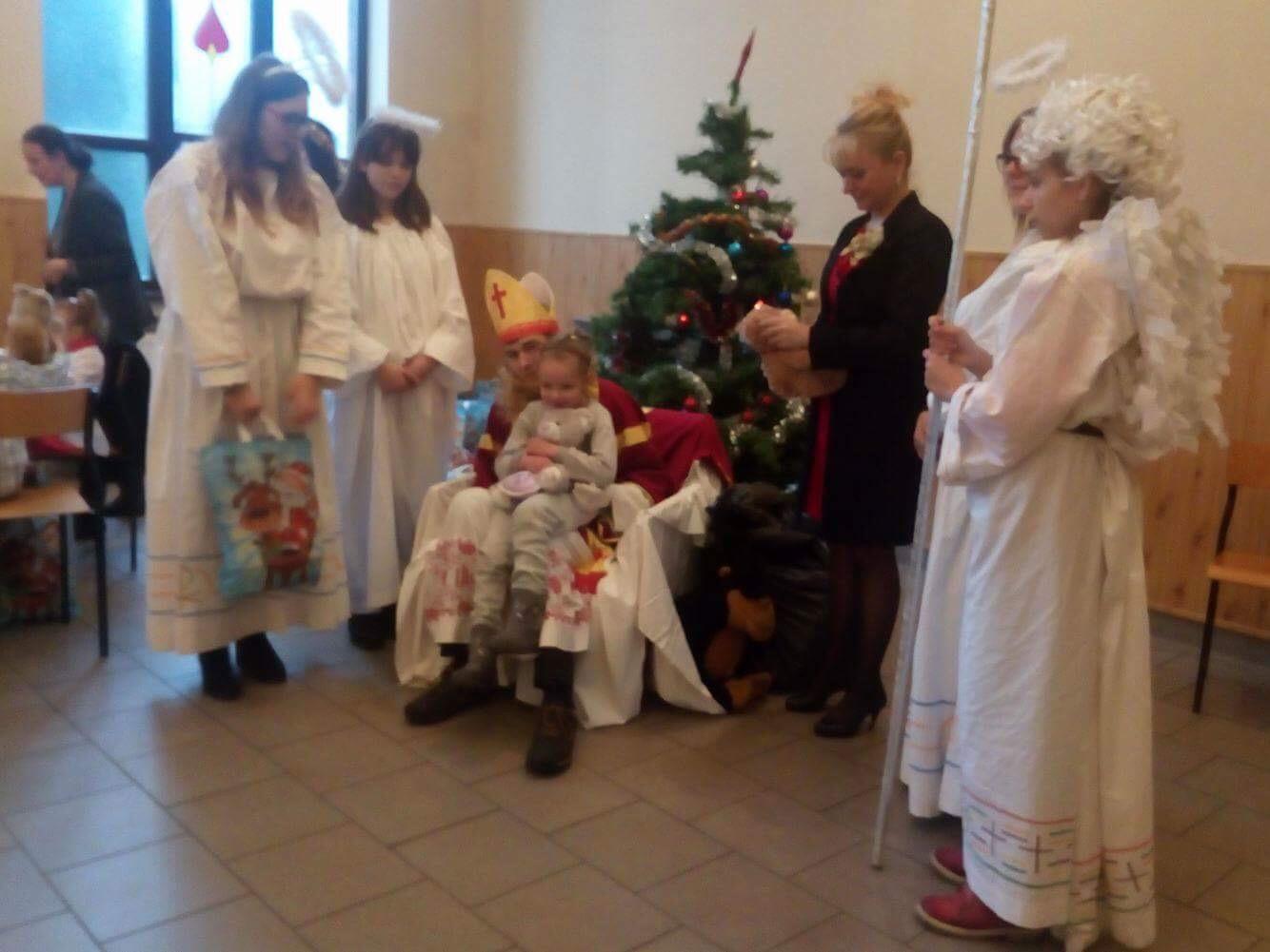 Charytatywny Mikołaj w Katoliku.